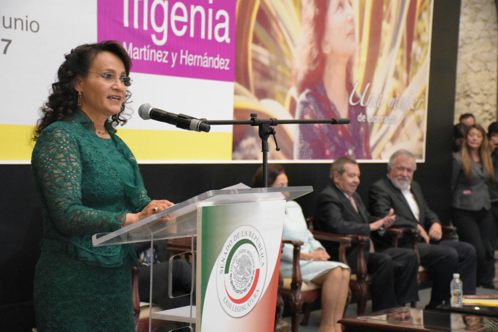 Dolores Padierna Luna en el Homenaje a la Maestra Ifigenia Martínez