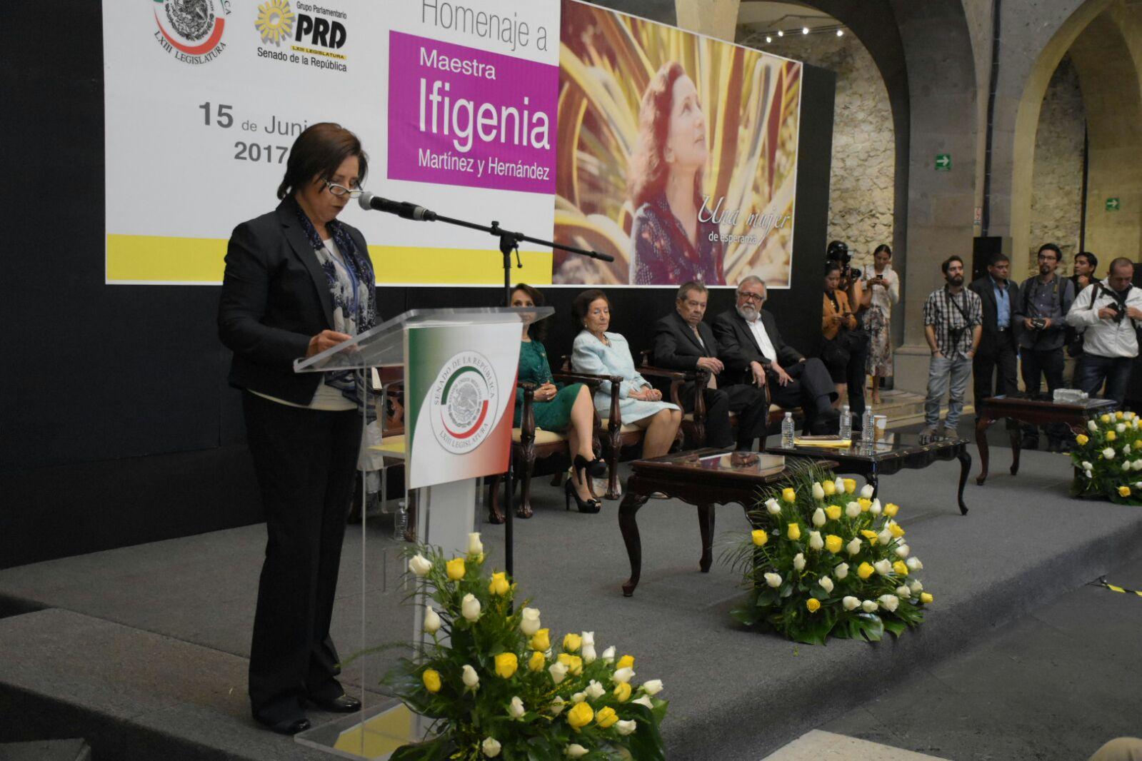 Eugenia Correa Vázquez en el Homenaje a la Maestra Ifigenia Martínez.