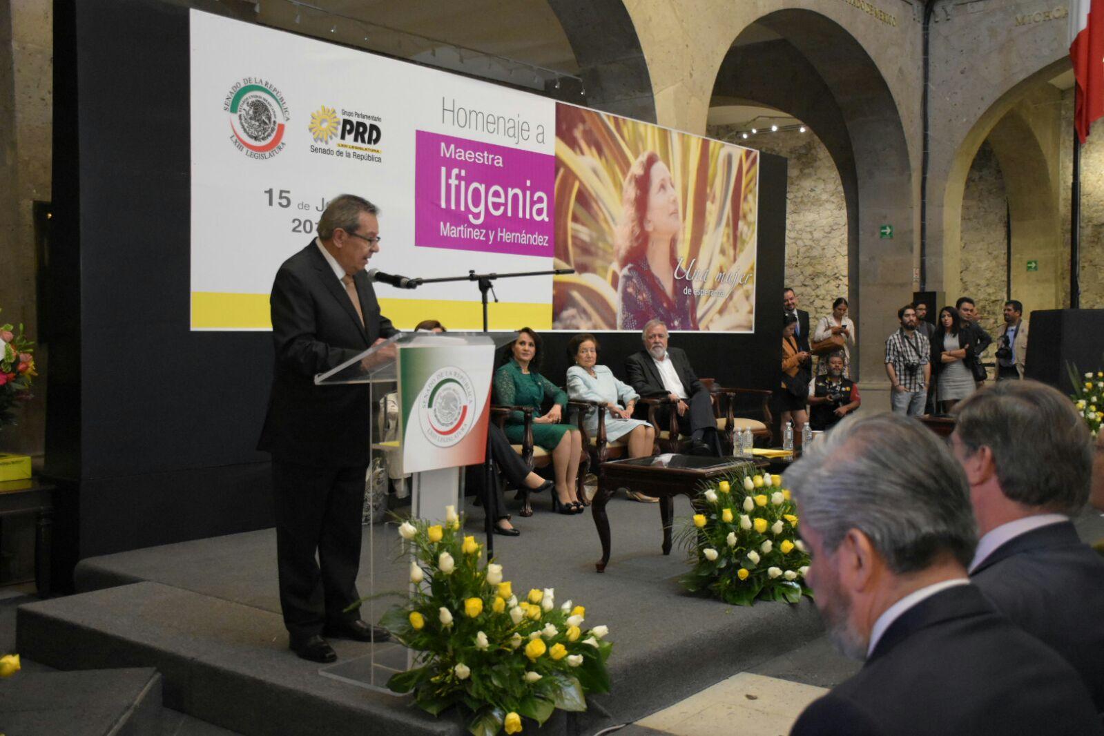 Porfirio Muñoz Ledo en el Homenaje a la Maestra Ifigenia Martínez.