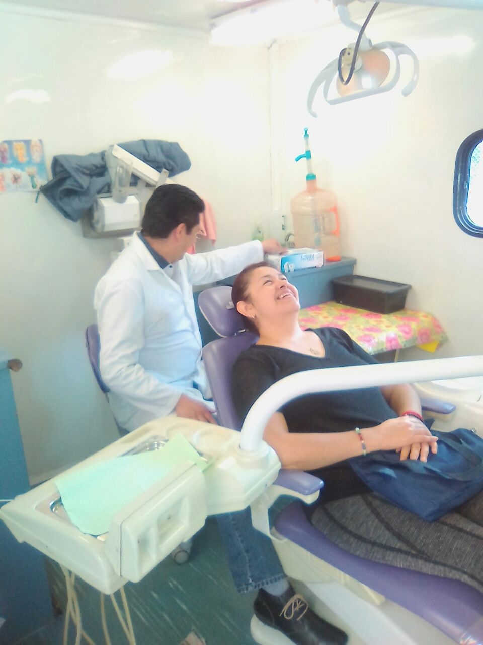 La atención dental a los adultos mayores es parte integral de los cuidados para ellos