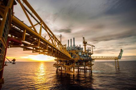 Deben suspenderse las licitaciones y la entrega de contratos de exploración y extracción de hidrocarburos